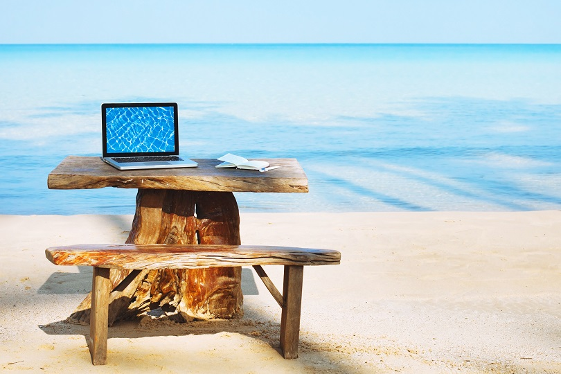 cloud computing-professionals-working remotely